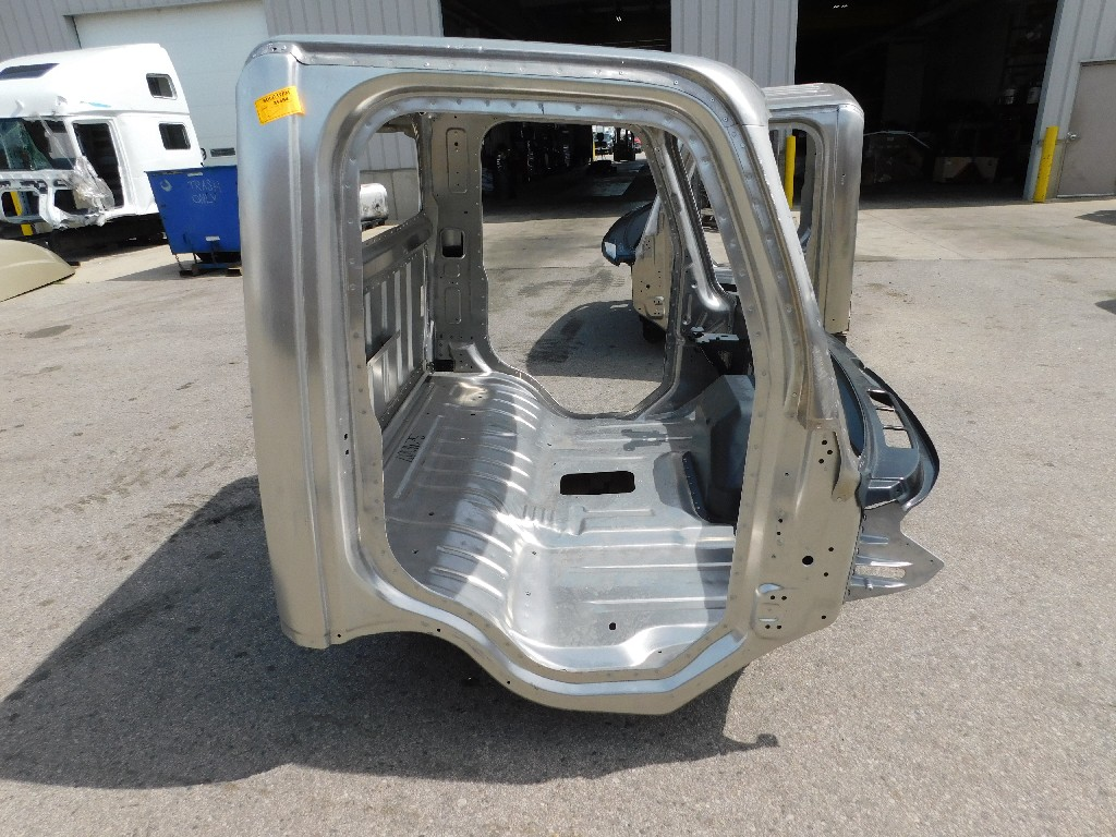 Used Cab for  FREIGHTLINER M2-106 for sale-59335983