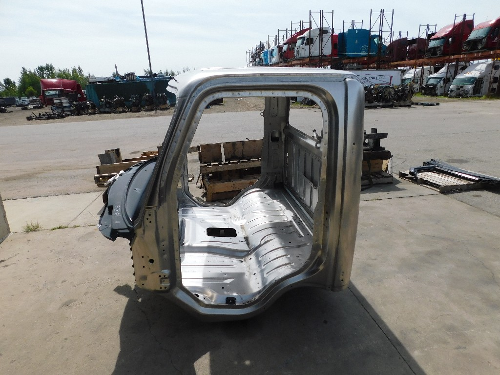 Used Cab for  FREIGHTLINER M2-106 for sale-59335984