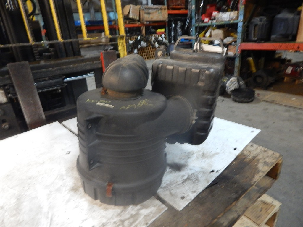 Air Cleaner for 2007 STERLING 360 COE for sale-59215470