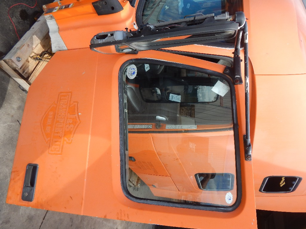 Door Assembly for 1999 VOLVO VN for sale-59082495