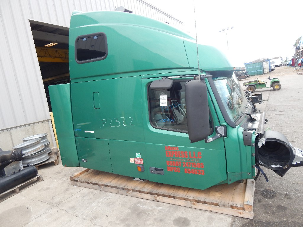 Cab for 2001 VOLVO 670 for sale-59216572