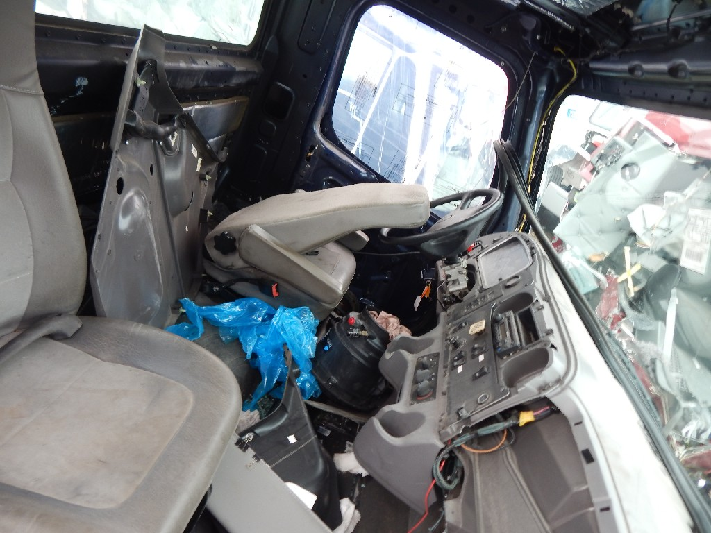 Cab for 2011 FREIGHTLINER M2-106 for sale-59216566