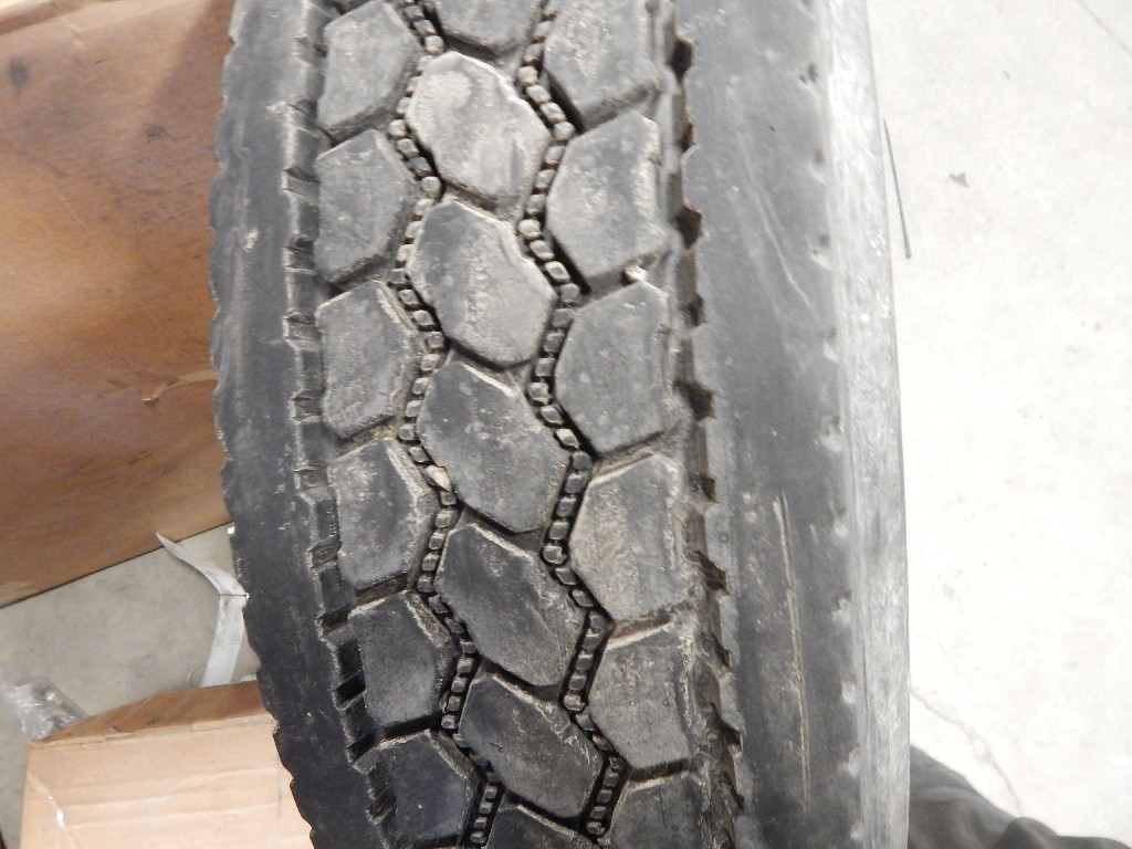 Tire and Rim for 2001 KENWORTH T2000 for sale-58701521