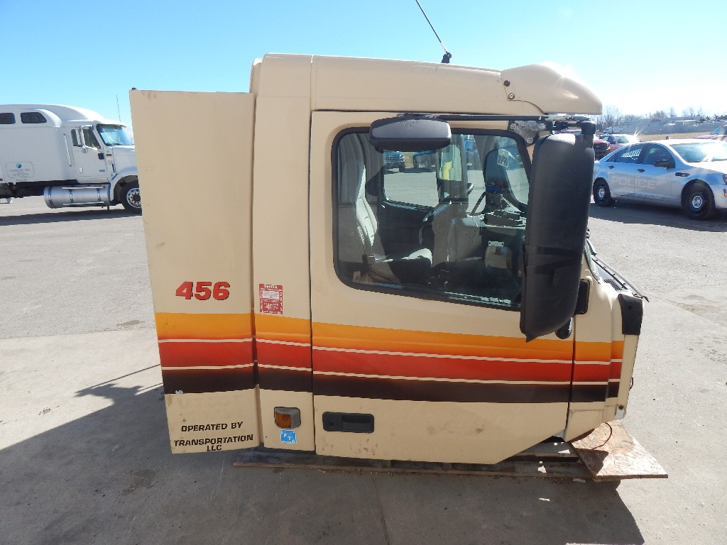Day cab Cab for 1998 VOLVO VN for sale-59055591