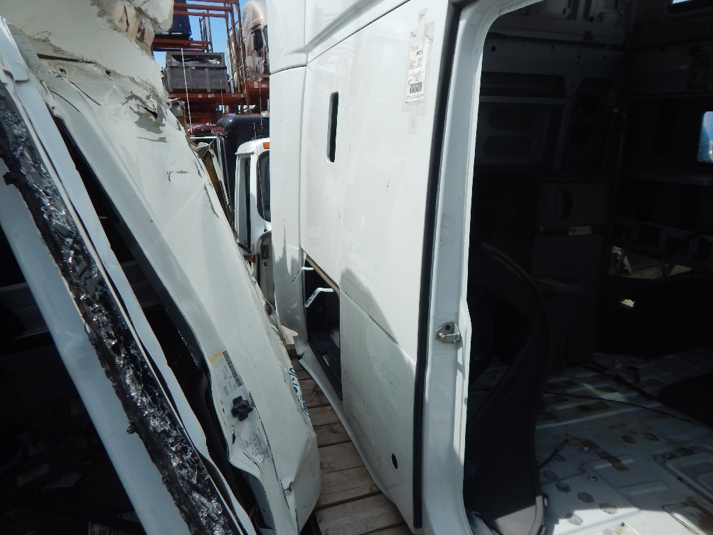 Cab for 2011 VOLVO 670 for sale-59216749