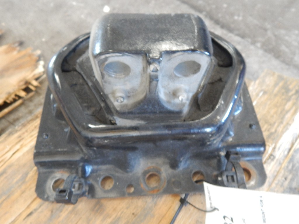 Engine Mounts for 2011 VOLVO 670 for sale-59055909