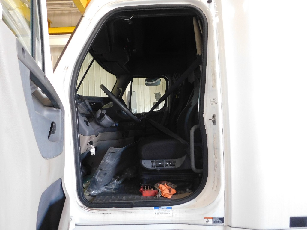 Cab for 2010 FREIGHTLINER CASCADIA for sale-59083660
