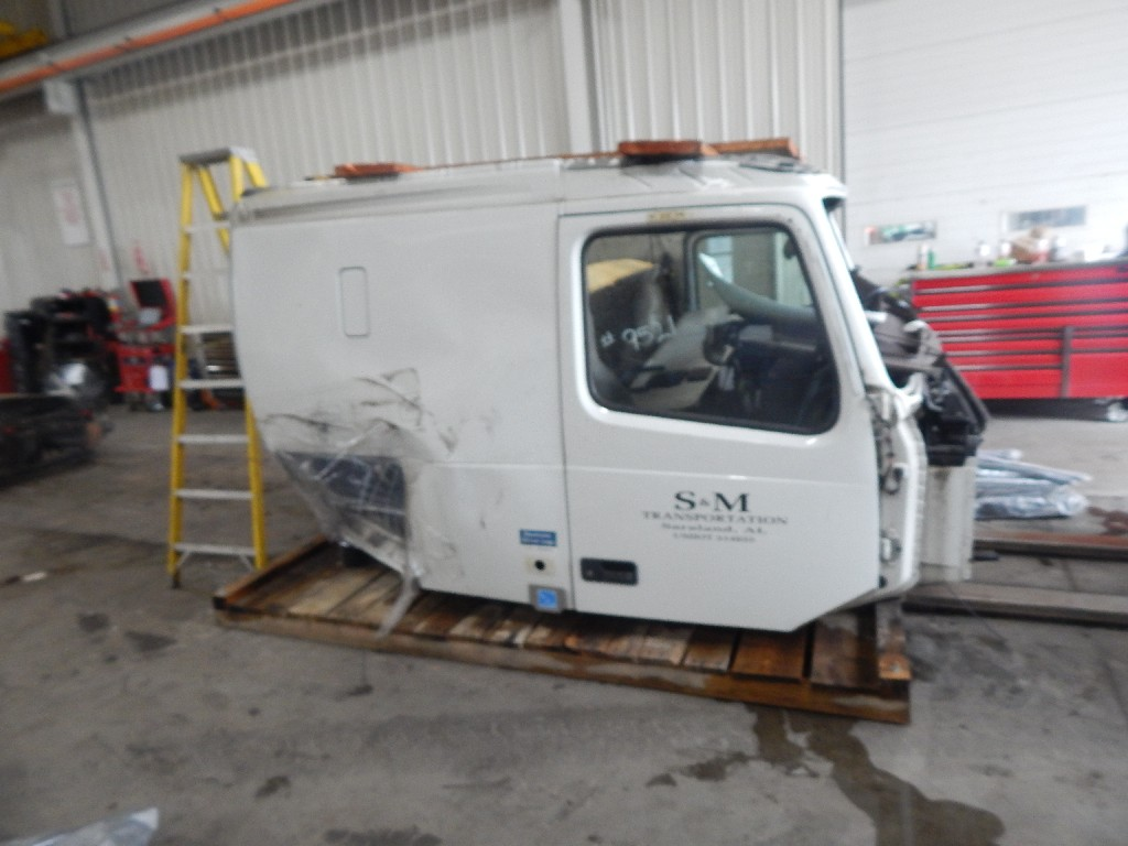 Cab for 2015 VOLVO 670 for sale-58708631
