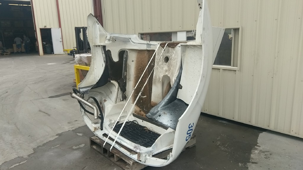 Used Hood for 2003 Freightliner FLD120 for sale-58714601