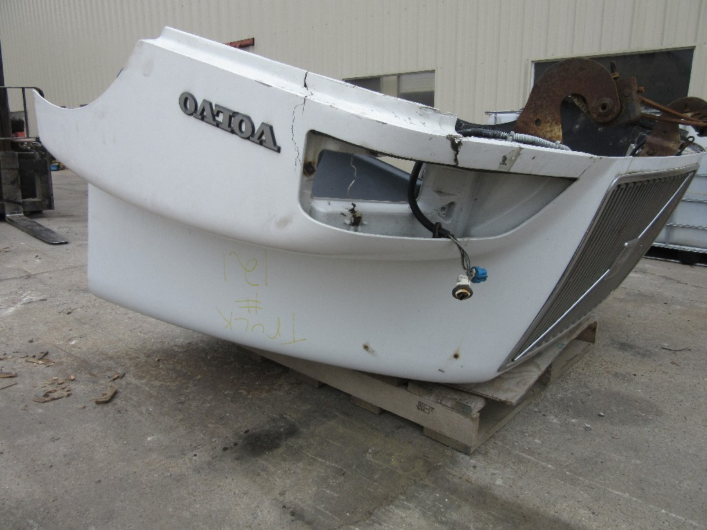Used Hood for 2000 Gmc/volvo/white for sale-59094102
