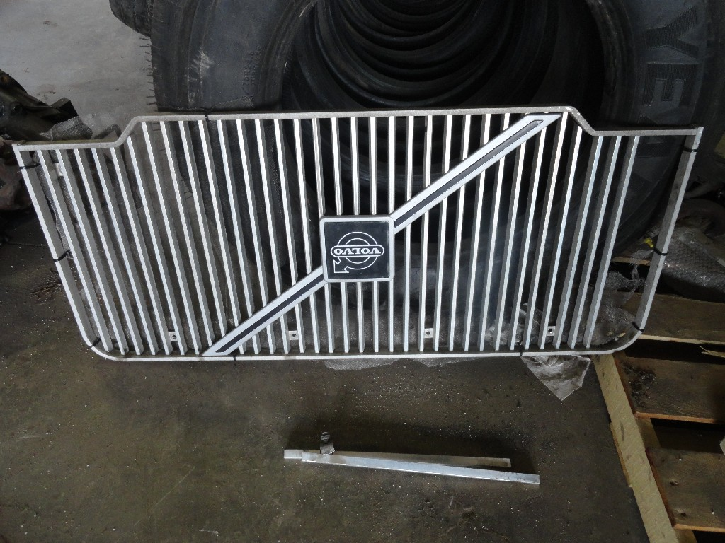 Grille VOLVO for sale-988151