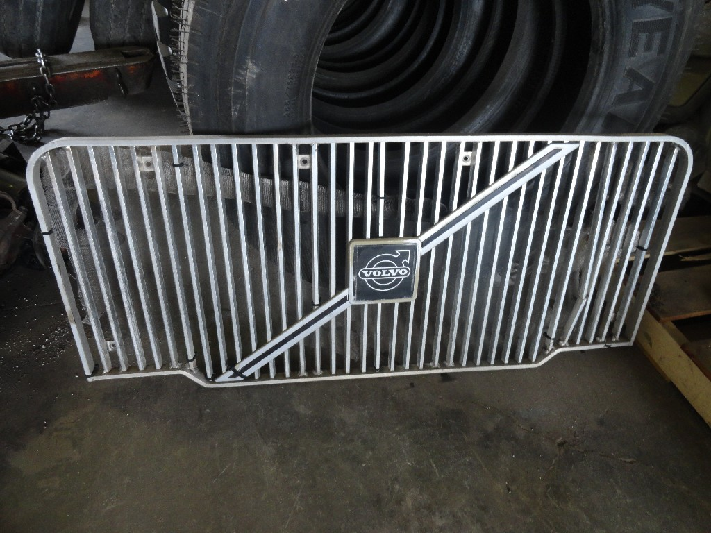 Grille VOLVO for sale-988261