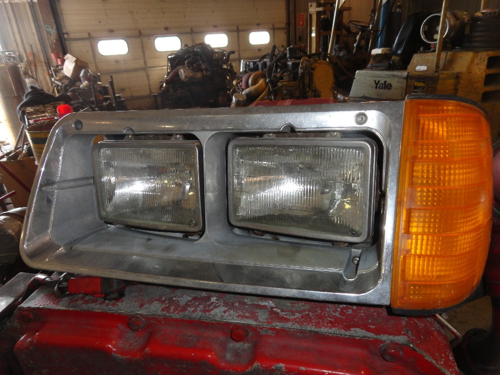 Headlamp Assembly FREIGHTLINER for sale-988401