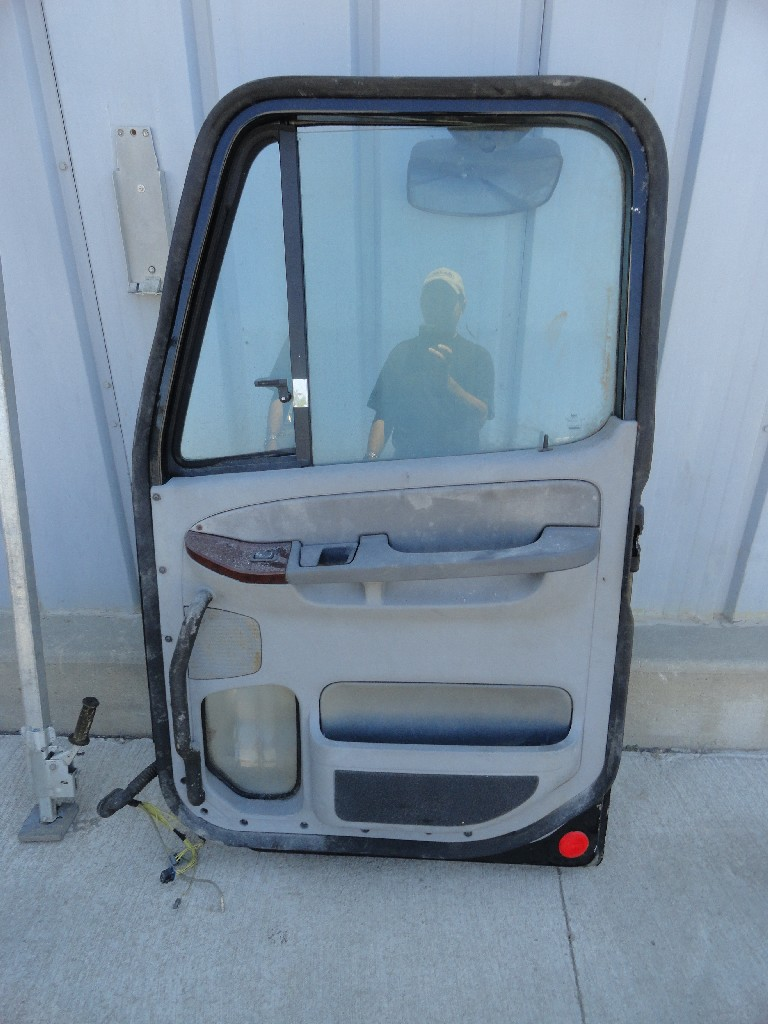 Door Assembly FREIGHTLINER for sale-989581