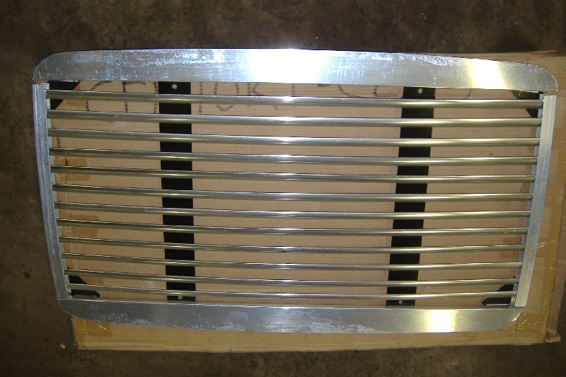 Grille FREIGHTLINER for sale-974101