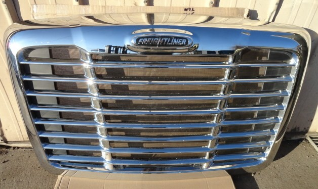Grille FREIGHTLINER for sale-976461